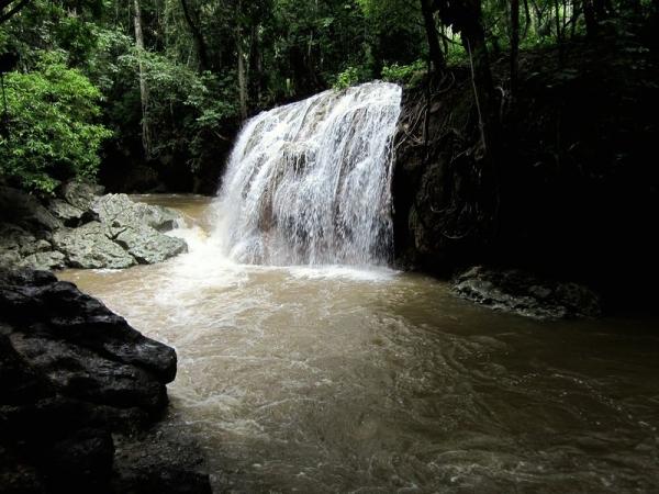 Hot Water Fall - Finca Peraiso