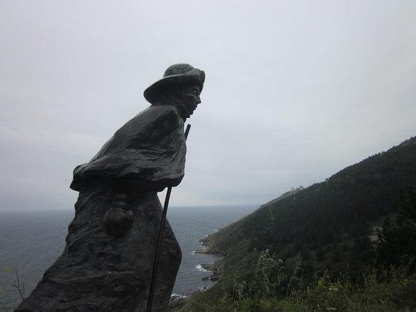 Pilgram statue at Fisterra