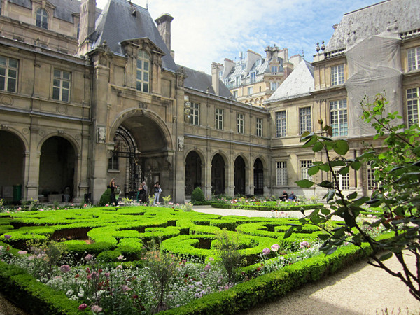 Green Gardens in Paris