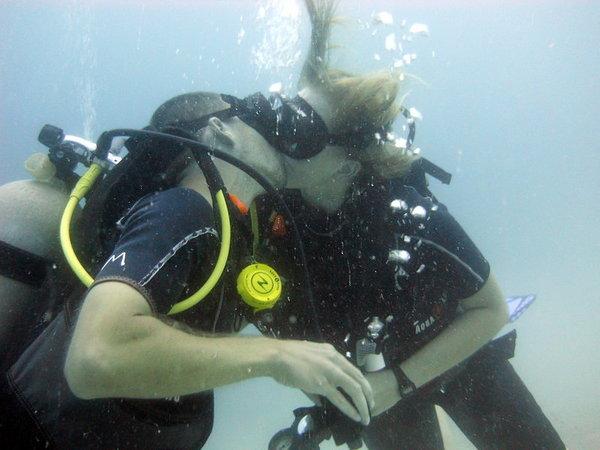 Underwater Kiss - taken by Talon @ http://1dad1kid.com