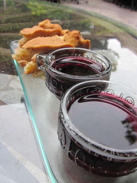 Free wine and tapas