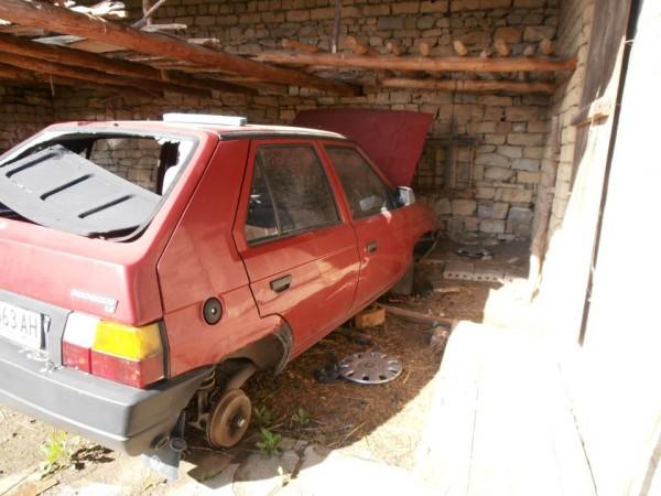Broken rear window - no rims